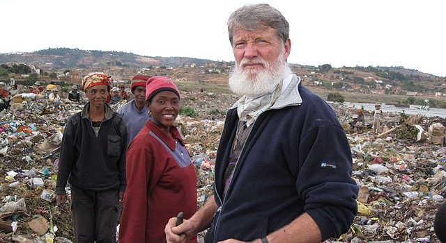 Dans le Pas-de-Calais, à la rencontre du père Pedro Opeka